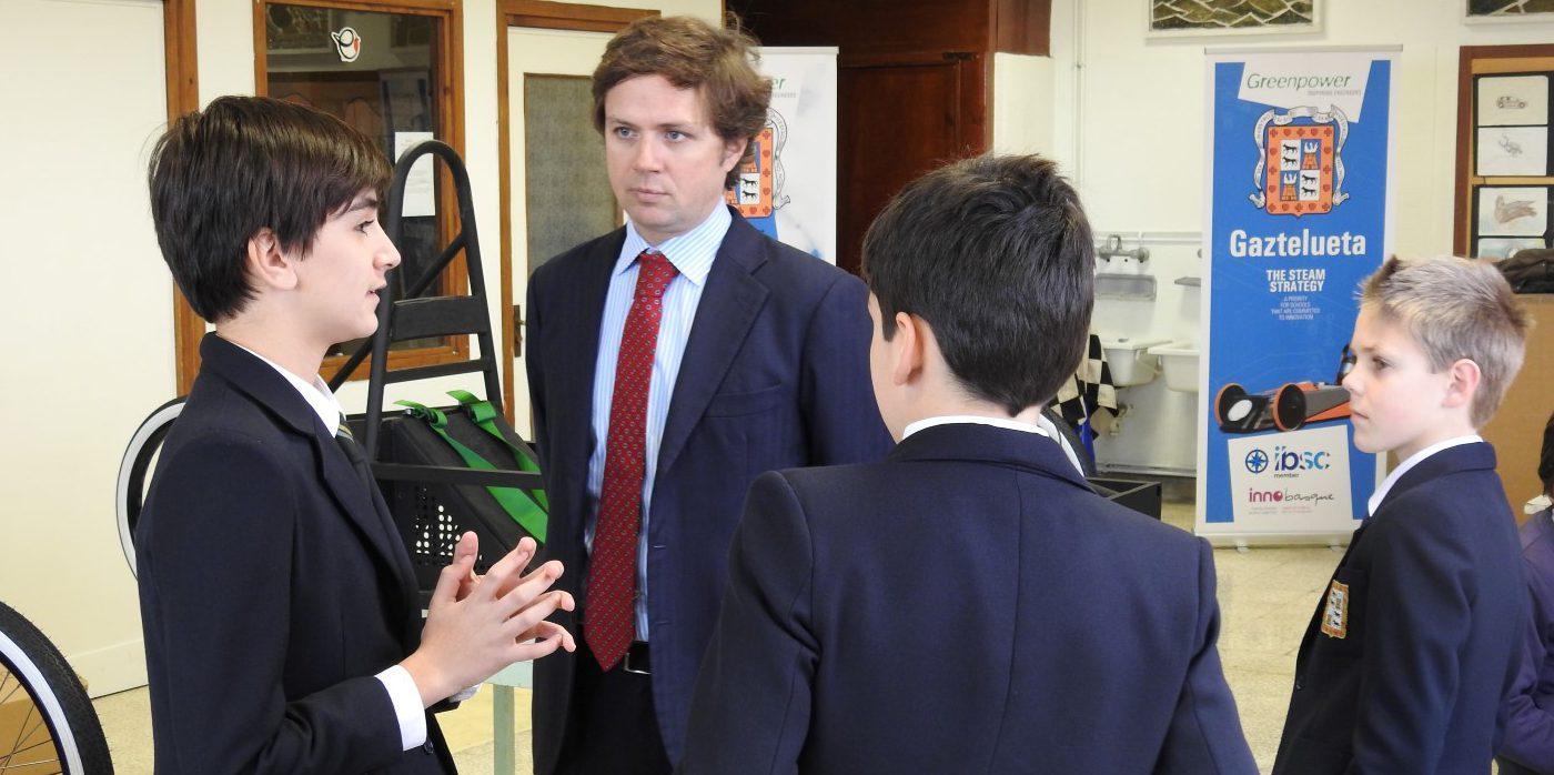 Los alumnos presentan a Sener el proyecto Greenpower